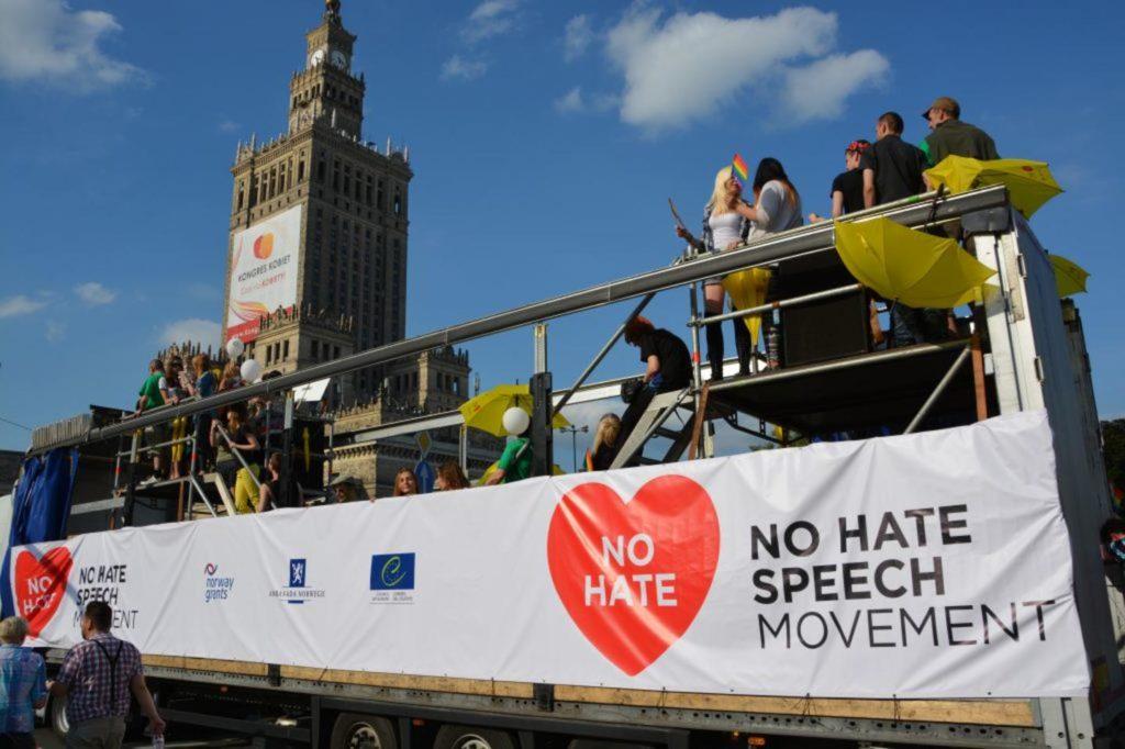 Manifestazione in piazza No hate